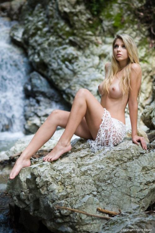 femme nue lingerie 087