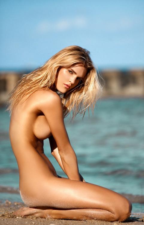 jolie femme lingerie 247